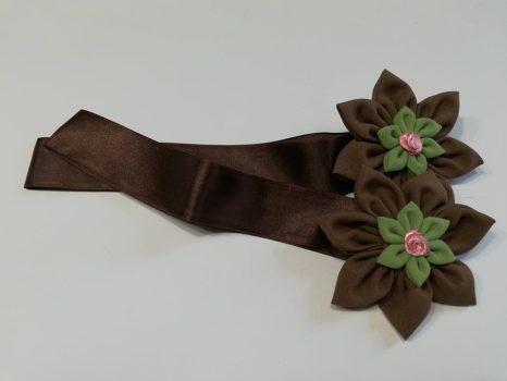 Textilvirágos mágneses elkötő barna zöld