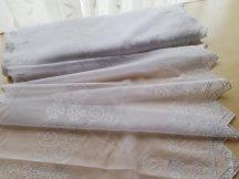 Fehér hímzett vitrázs 60 cm magas