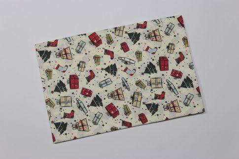 Karácsonyi mintás 70 cm x 70 cm asztalközép