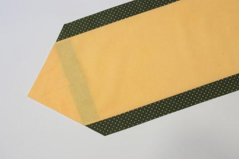 Zöld pöttyös szélű futó 35 cm X 140 cm